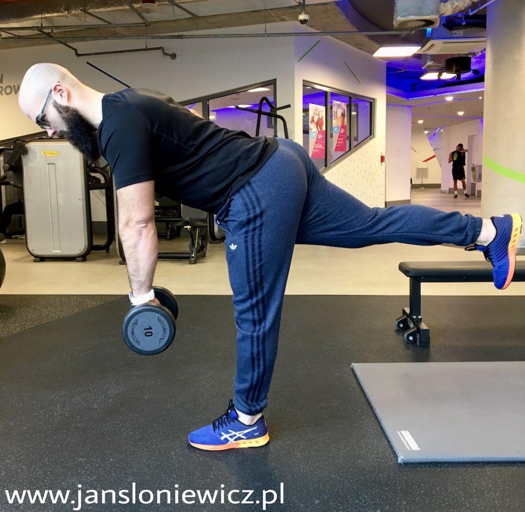 Przykład ćwiczenia wykonywanego jednonóż - martwy ciąg na jednej nodze.