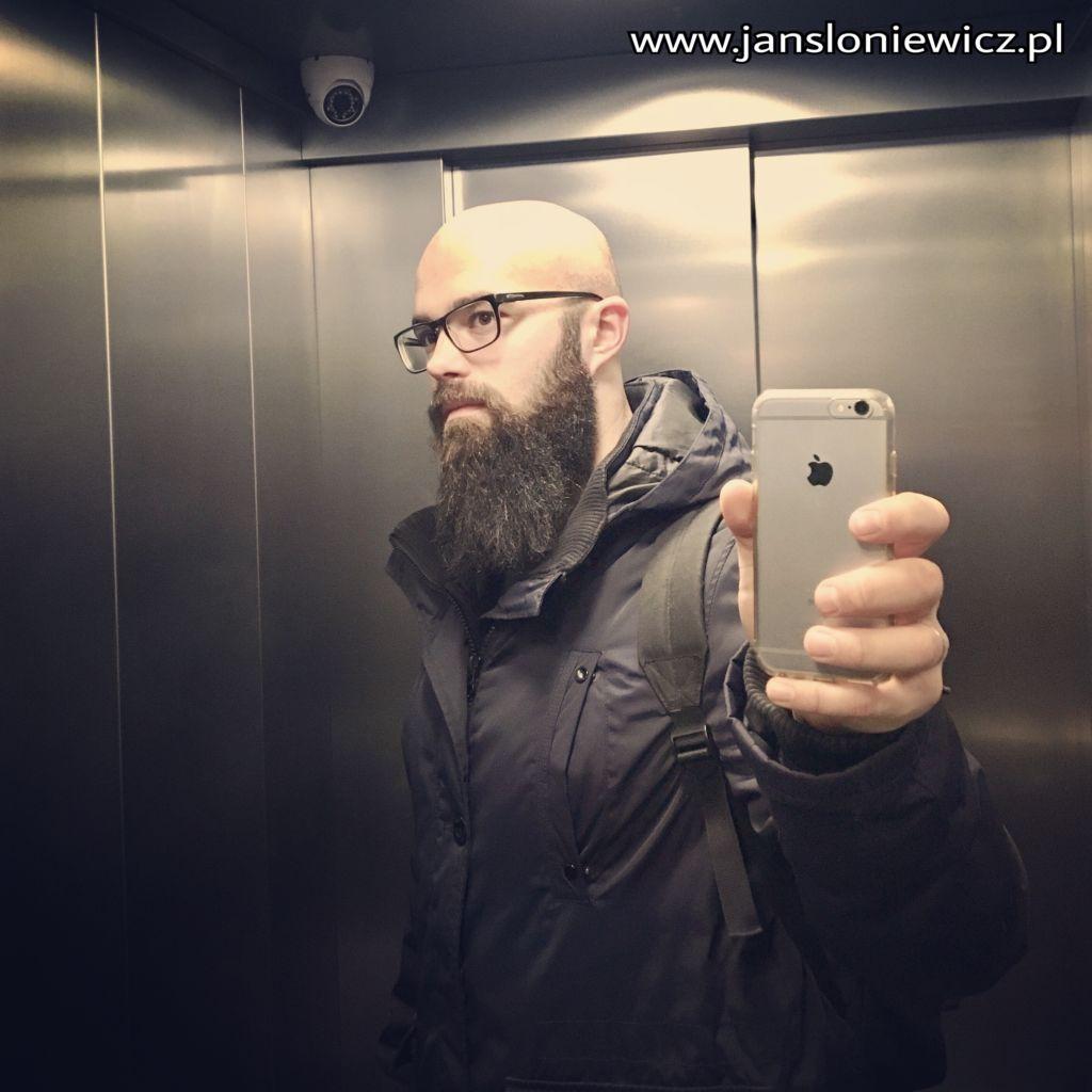 Tak aktualnie wygląda moja broda. Po więcej selfie w windzie zapraszam na Instagram: TrenerJanek :)
